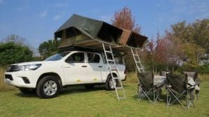 Toyota Hilux Double Cab 4x4 (4 People)