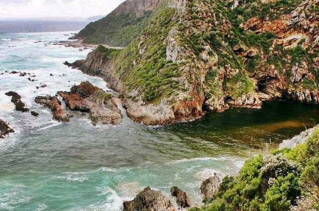 Bloukrans along the Otter Hiking Trail at high tide